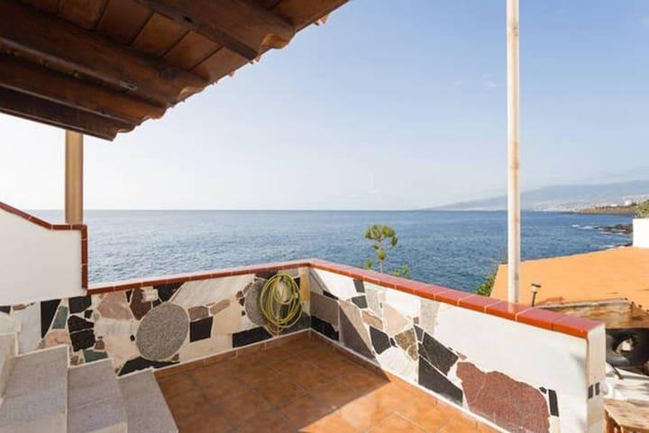 2 Bed Ocean Front Apt * Incredible Views * Terrace