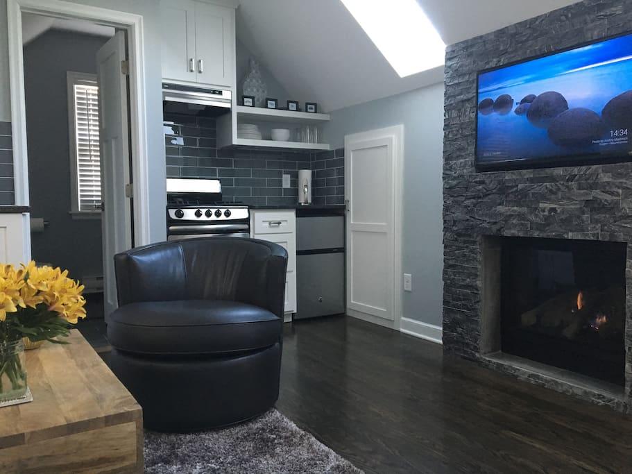 Cozy Garage Loft Studio Apartment For Super Bowl