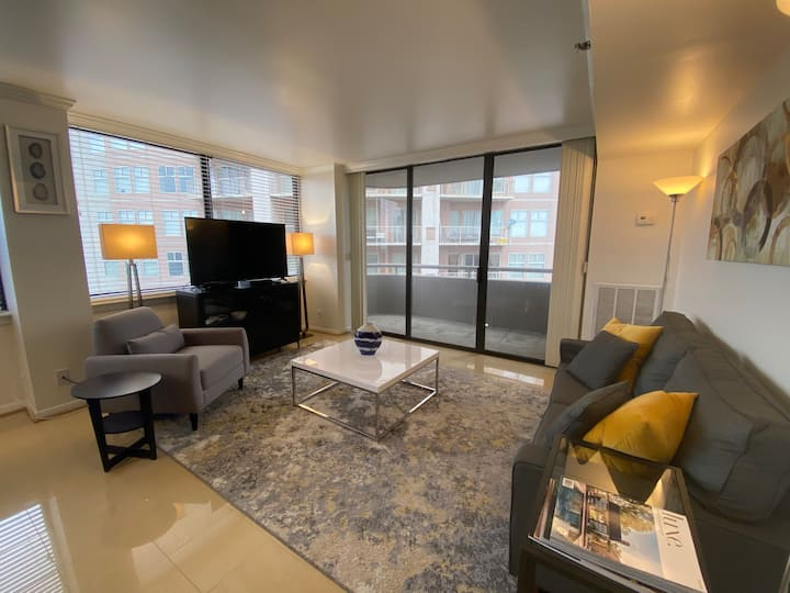 Luxury Condo in the heart of Galleria