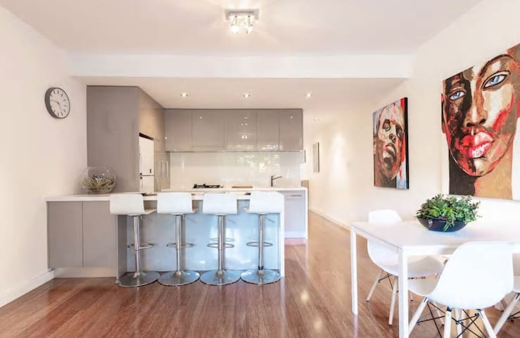Spacious Appartment in the Heart of Chippendale