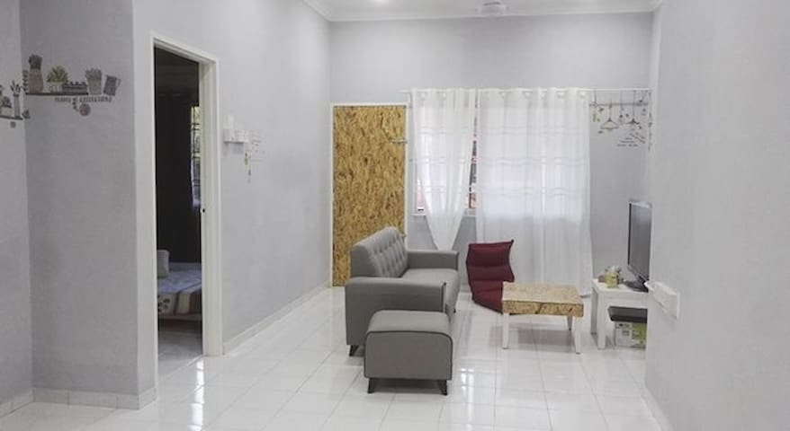 Batu Pahat FREE AND EASY single Room with Aircon