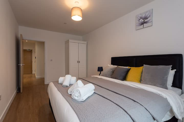 NHS and Key Workers (Low rates) Apartment 44