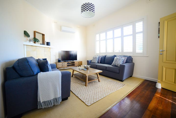 Lounge Room - comfy 2 and 3 seater couches, Free NBN wifi & Netflix access. Reverse Cycle Heating and Cooling.