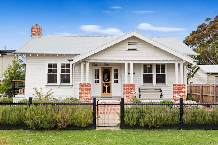 Inis Mor *NEW LISTING * in the heart of Apollo Bay