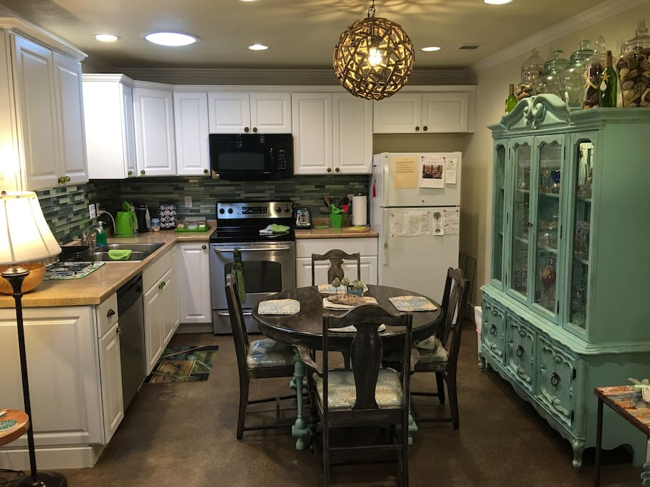 Full Kitchen with dining area!