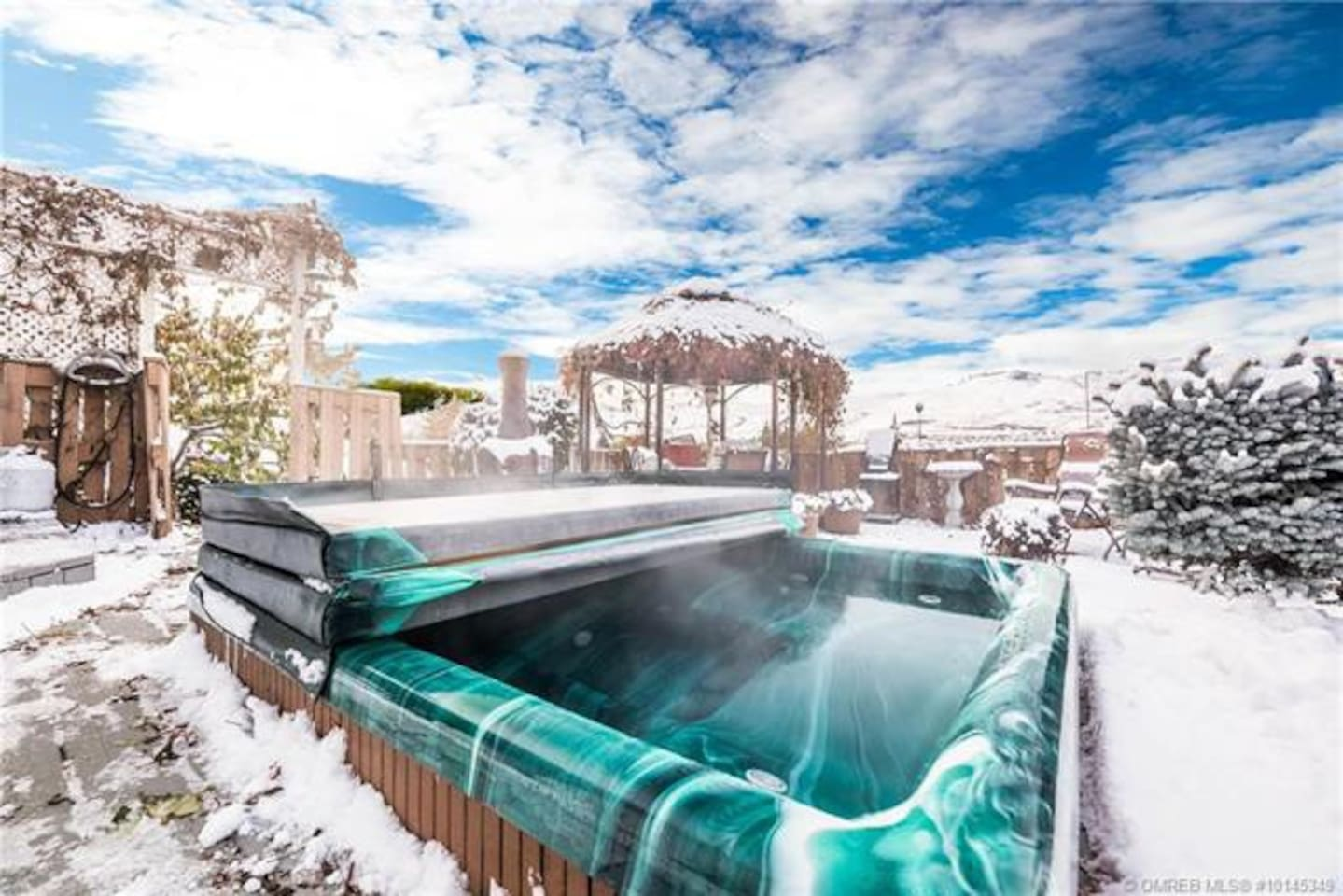 Hot tub on private back deck, this is what it looks like in winter!  Great after a day of skiing at Silver Star.