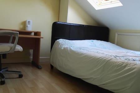 Cosy, warm, comfortable loft room, - Bristol - Haus