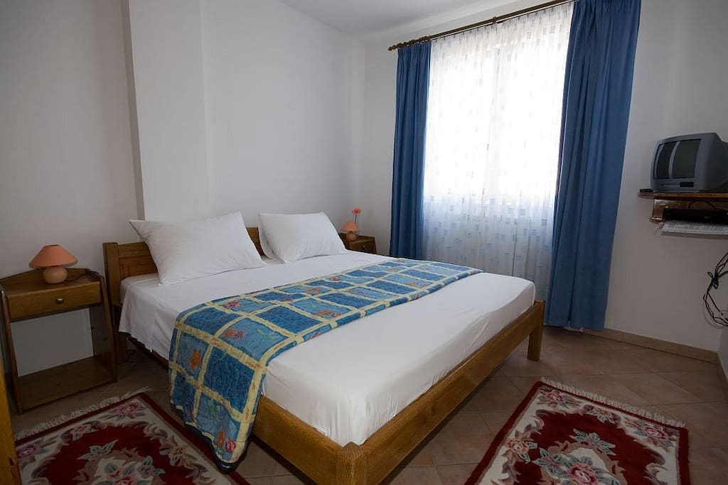 the room, double bed