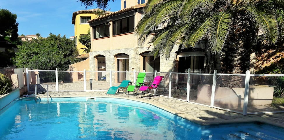 Spacious air conditioned house with pool -Provence
