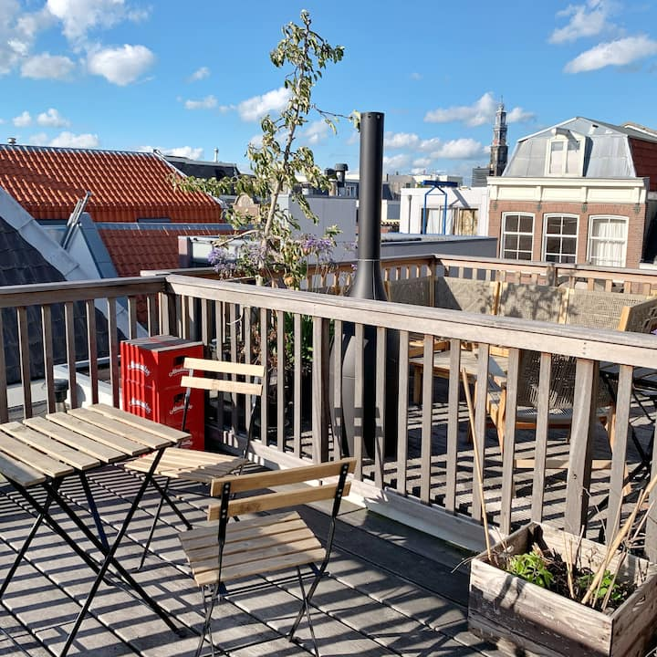 Central rooftop apartment with view on the canal