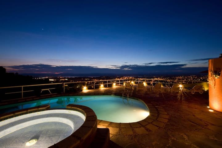 Luxury Hideaway, Pool, Centro, 5-Star Reviews:Coco