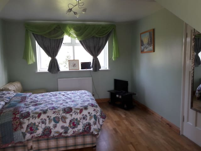 Double Bedroom at 41, The Walnuts