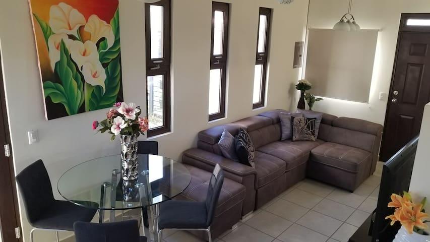 NEW, Modern & Secure House in Managua w/VIP Ride