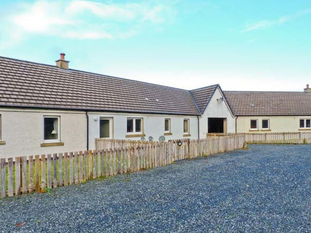DRIFTWOOD COTTAGE, pet friendly in Salen, Isle Of Mull, Ref 938193