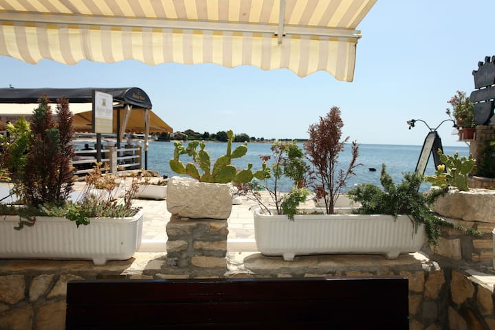 ES2 Lovely Apartment at the Beach - Umag - Flat
