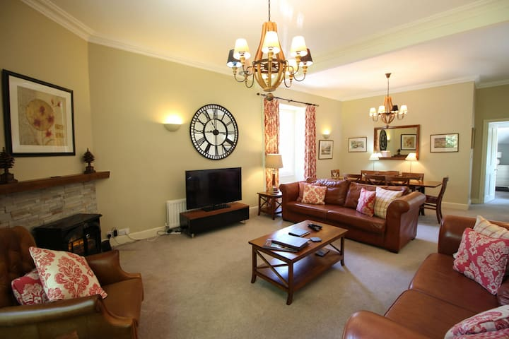 Bakers Retreat, Grasmere perfect for a family or 2 couples in this popular Lakeland village.