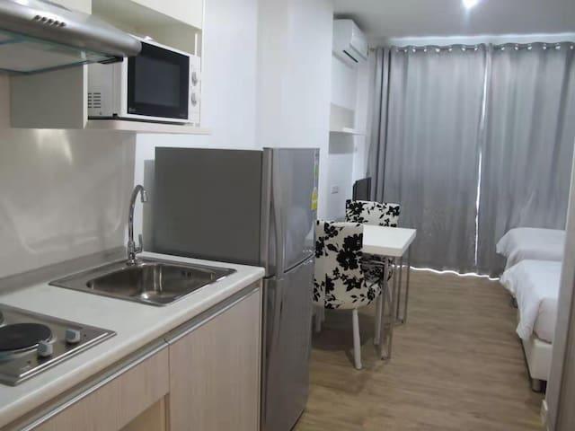 Ar Ba Ni 中天海景公寓702