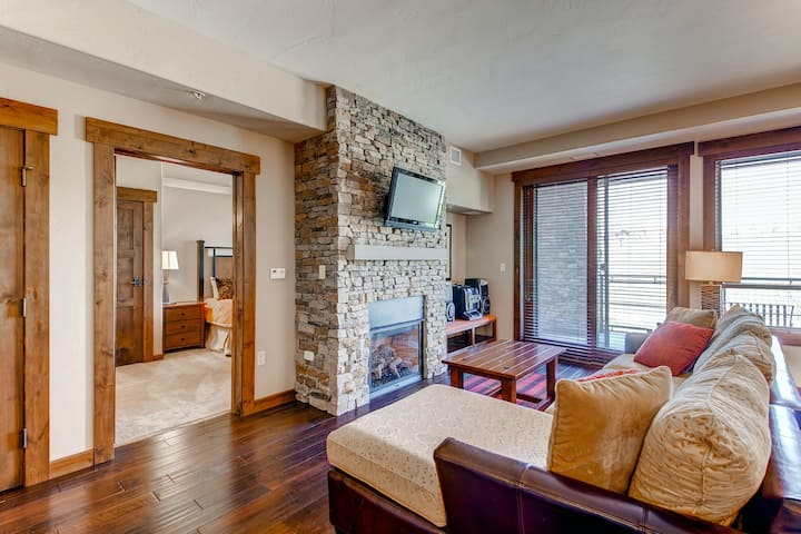 Attractive, family-friendly condo w/shared pool, hot tubs, game room, shuttle