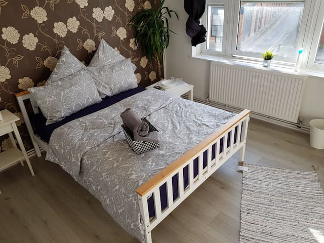 Fantastic double room in trendy Shoreditch (A)