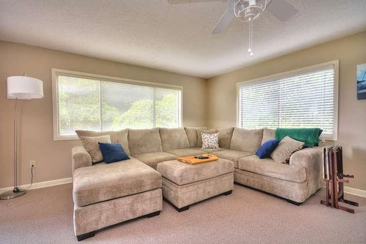 1 Foxfire Ln Beach Party of-small-002-10-Living Room-666x444-72dpi