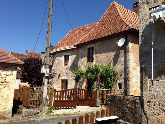 Petite maison périgourdine en pierre - Tourtoirac - Ev