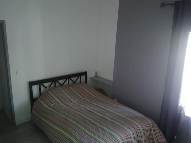 Chambre privée chaleureuse avec salle de bain - Montescot