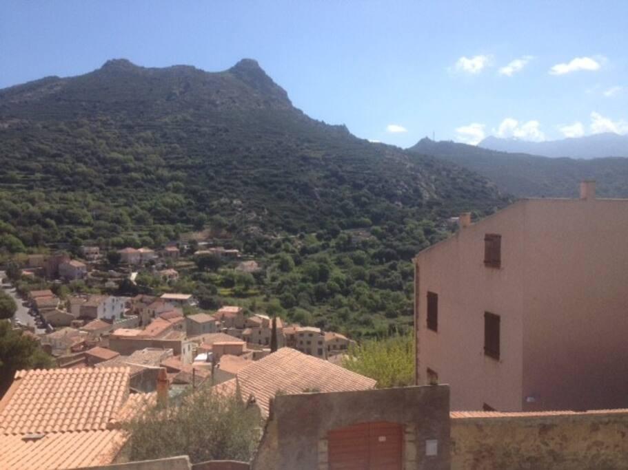 Vue du Mont Saint Ange avec la maison sur la droite