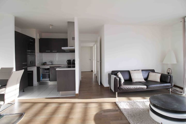 Charming sunshiny flat 2 bedrooms,Paris La Defense