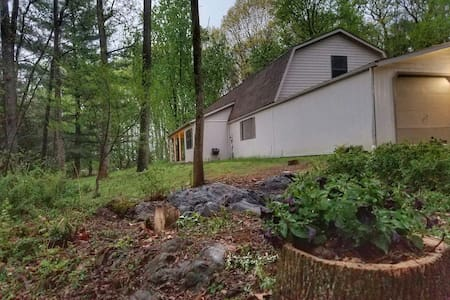 Green Space with Modern Comforts - Prime Location - Shepherdstown - Lakás
