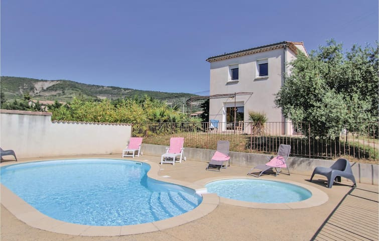 Holiday cottage with 2 bedrooms on 72m² in Valvignères