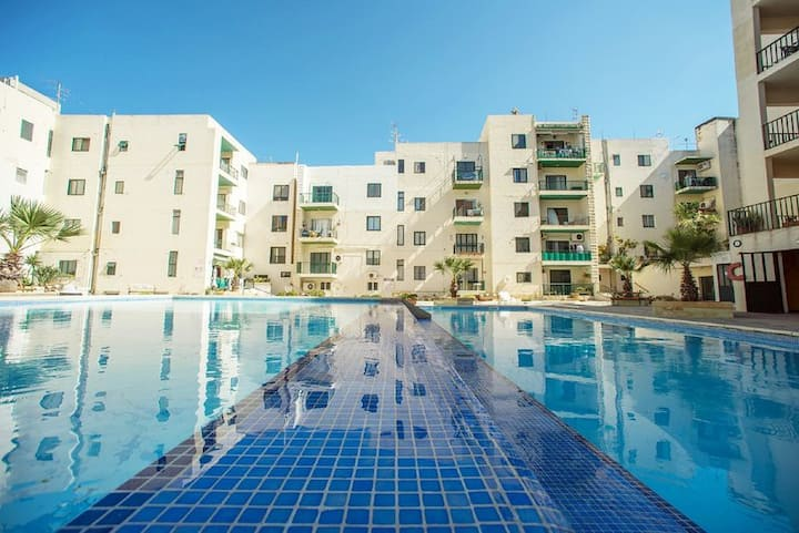 Spacious, Stunning Home, Swimming Pool, Free Wifi