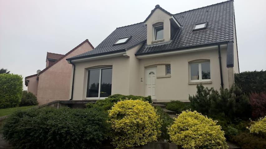 MAISON POUR EURO 2016 OU VISITE DU LOUVRE - Liévin - House
