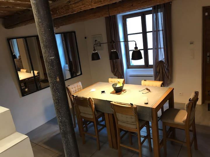 Chambre privée dans grande maison provençale