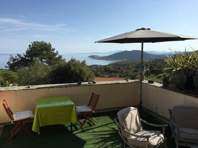 Charmant, terrasse sur mer et montagne, plain-pied