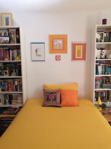 Cosy colourful room - for ladies