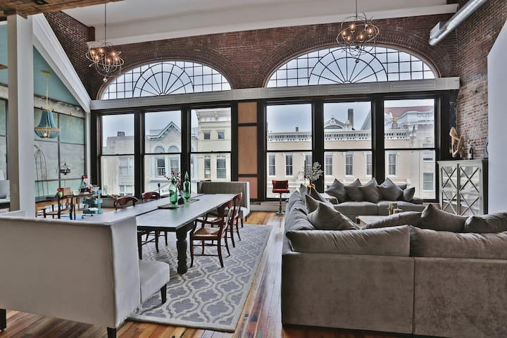 5000 Sq.Ft. Urban Loft Downtown - Shelbyville - Oda + Kahvaltı