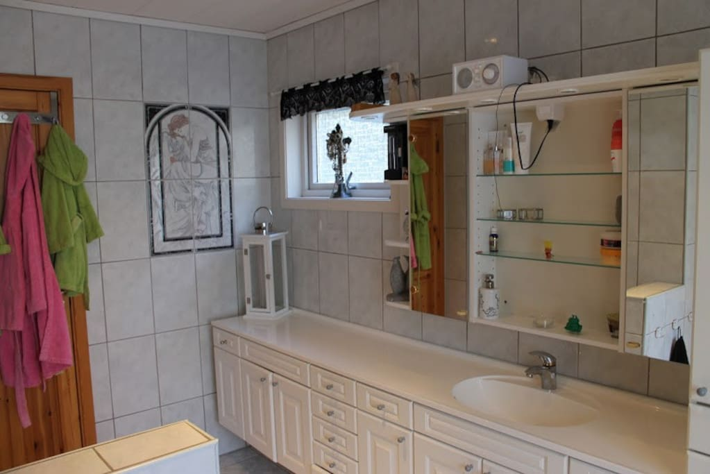 Shared Large bathroom on 2.floor
