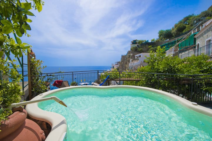 Villa Asciola - Stupendous pool facing the beach