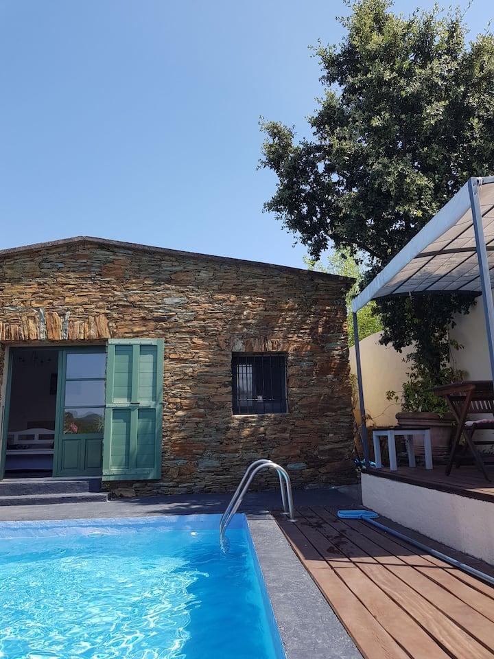 Villa avec piscine privée 2/3personnes.