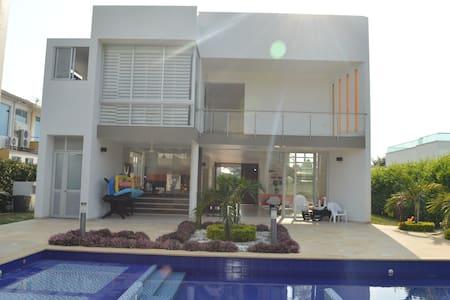 Amplia, Equipada y Acogedora casa en Anapoima - Anapoima - Dům
