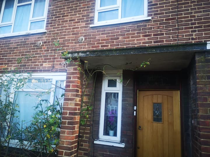 A clean, homely  location with good transport link