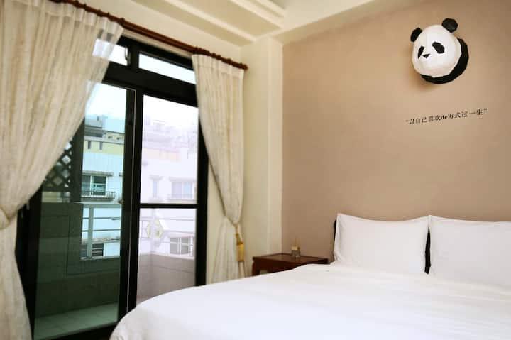 熊貓在牆上 2人房 ❃獨立觀景陽台 ❃浴缸 ❃近火車站