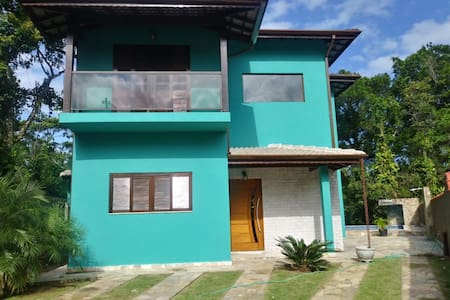 Casa com piscina próxima a Praia de Guaratuba