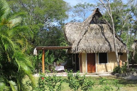 Charming tropical bungalow in Playa Garza (Nosara)