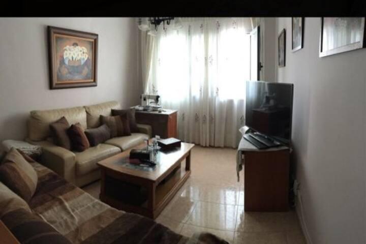 Habitación y baño privado, zona CC Las Ramblas.