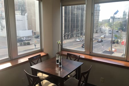 Downtown luxury apartment with city views - Rochester - Apartment
