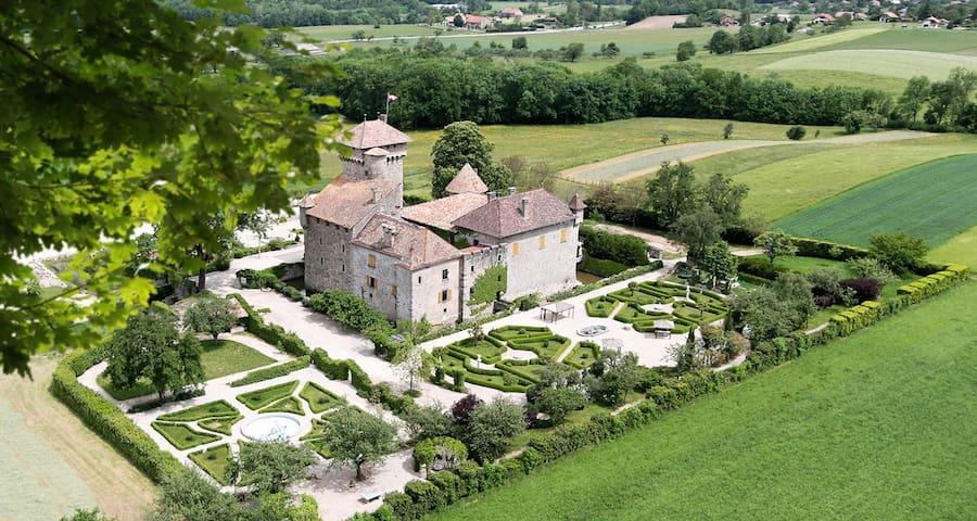 Nuit de rêve dans un château médiéval - Fessy - Schloss