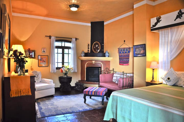 The Milagros Room at Casa de la Cuesta B&B