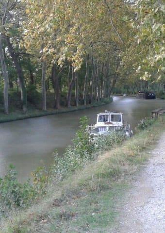 Chambre avec vue sur le Canal du Midi