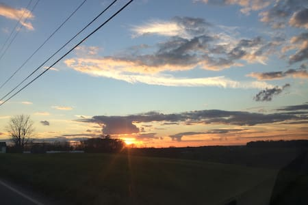 Lovely home, gorgeous sunsets! - Punxsutawney - House